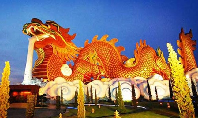 Chinese New Year Dragon w water coming from mouth